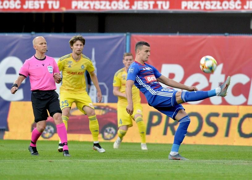 Patryk Dziczek (przy piłce) /Łukasz Kalinowski /East News