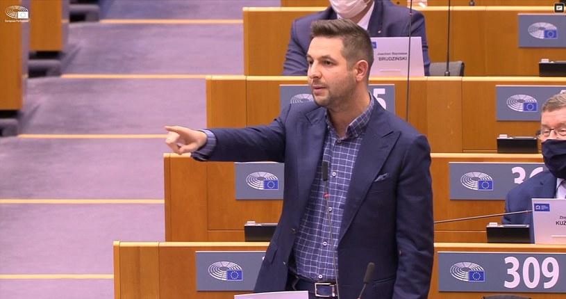 Patryk Jaki podczas debaty o Polsce w PE /europarl.europa.eu /