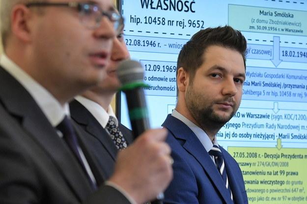 Patryk Jaki podczas obrad komisji ds. reprywatyzacji / Marcin Obara  /PAP