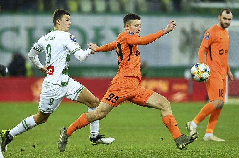 Patryk Lipski (z lewej) w meczu 1/8 finału Pucharu Polski z Zagłębiem Lubin /Adam Warżawa /PAP