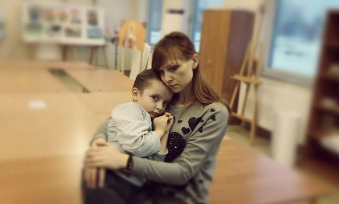Patryk z mamą Iwoną, fot. https://www.siepomaga.pl/patrykgalia /