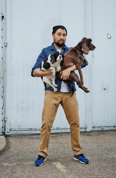 Patrząc trochę egoistycznie, mieć psa to świetna rozrywka - twierdzi Jan Kuroń, Zuza Krajewska/LAF AM /Twój Styl