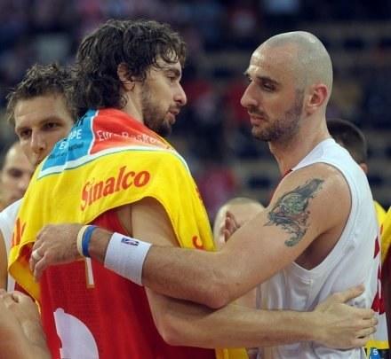 Pau Gasol i Marcin Gortat spotkali się zarówno w finale NBA, jak i podczas EuroBasketu /AFP
