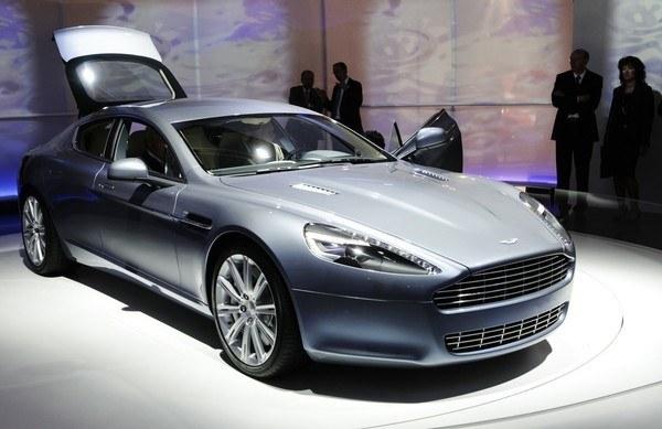 Paul Cox otrzymał kluczyki do luksusowego auta /AFP