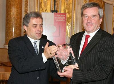 Paul Goemets wręcza nagrodę Zdzisławowi Arletowi  / kliknij /INTERIA.PL
