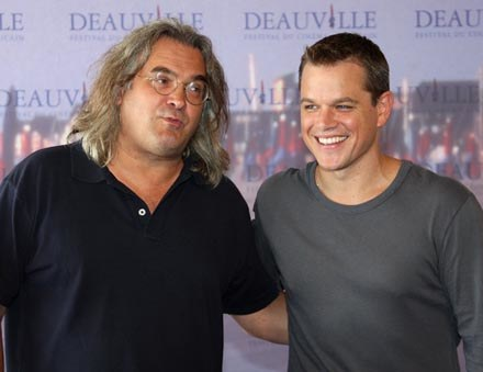 Paul Greengrass (L) i Matt Damon (P) nie odpuszczają agentowi Bourne'owi /AFP