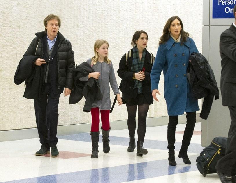 Paul McCartney z córką Beatrice (jej matką jest druga żona muzyka Heather Mills) i trzecią żoną Nancy /East News