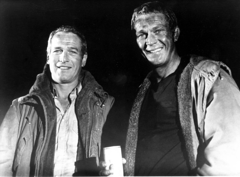 "Paul Newman (L) i Steve McQueen (P) w filmie ""Płonący wieżowiec"" /Mary Evans Picture Library /East News"