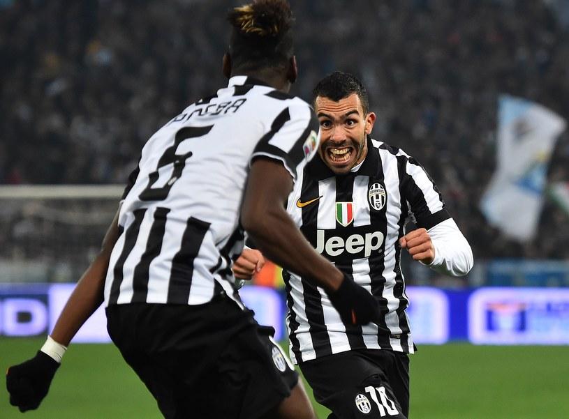 Paul Pogba i Carlos Tevez szaleją z radości po golu /AFP