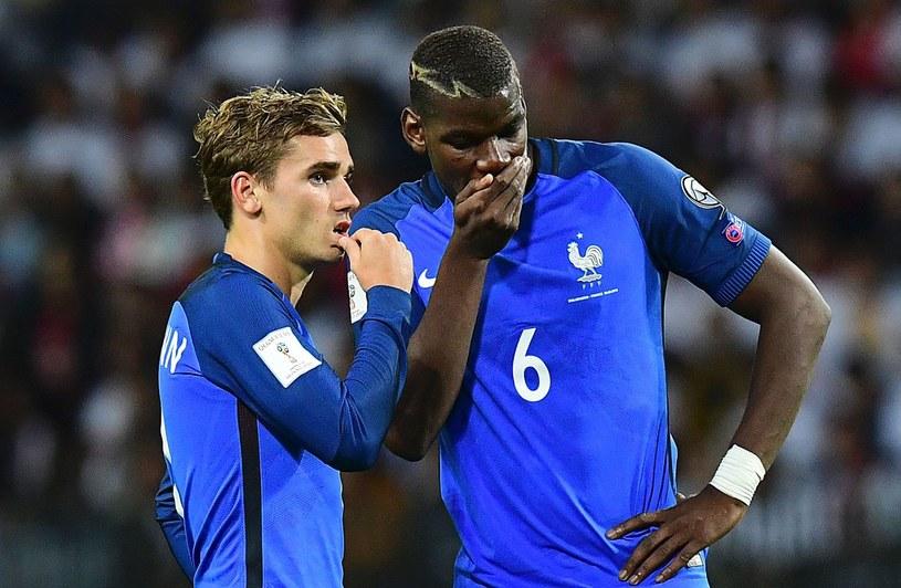 Paul Pogba (z prawej) przekona Antoine'a Griezmanna? /AFP