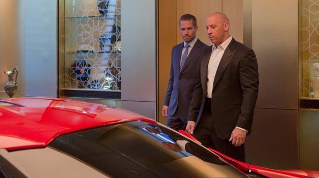 """Paul Walker i Vin Diesel na planie """"Szybkich i wściekłych 7"""" /materiały dystrybutora"""