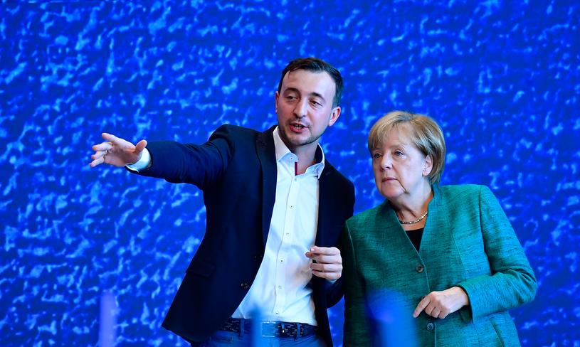 Paul Ziemiak i kanclerz Angela Merkel /AFP
