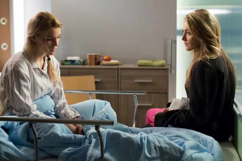 Paula postanowi oddać dziecko Hanie, tym razem już legalnie. Lecz lekarka przekona ją, by zgodziła się przekazać małą pod opiekę dziadków. /Agencja W. Impact
