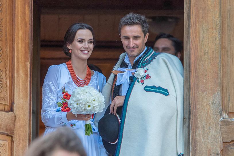 Paulina Krupińska i Sebastian Karpiel-Bułecka w dniu ślubu /Mariusz Szkodziński /Agencja FORUM