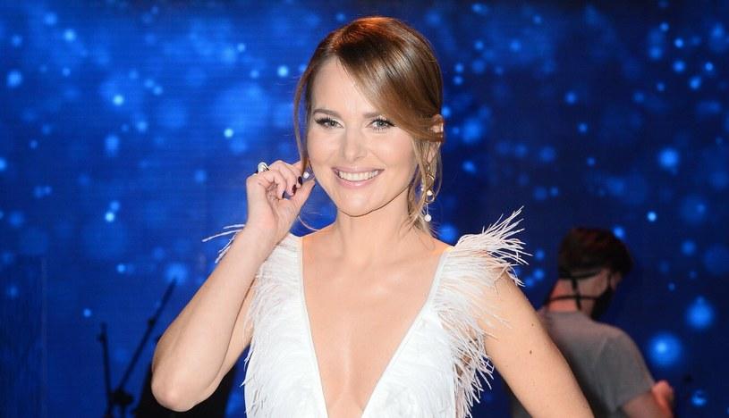 Paulina Sykut-Jeżyna ma świetną figurę, więc praktycznie we wszystkim wygląda dobrze. W sukience z sieciówki zachwyca! /VIPHOTO /East News
