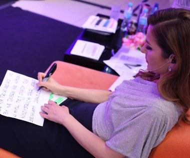 Paulina Sykut-Jeżyna: Zapisuje teksty na dłoni