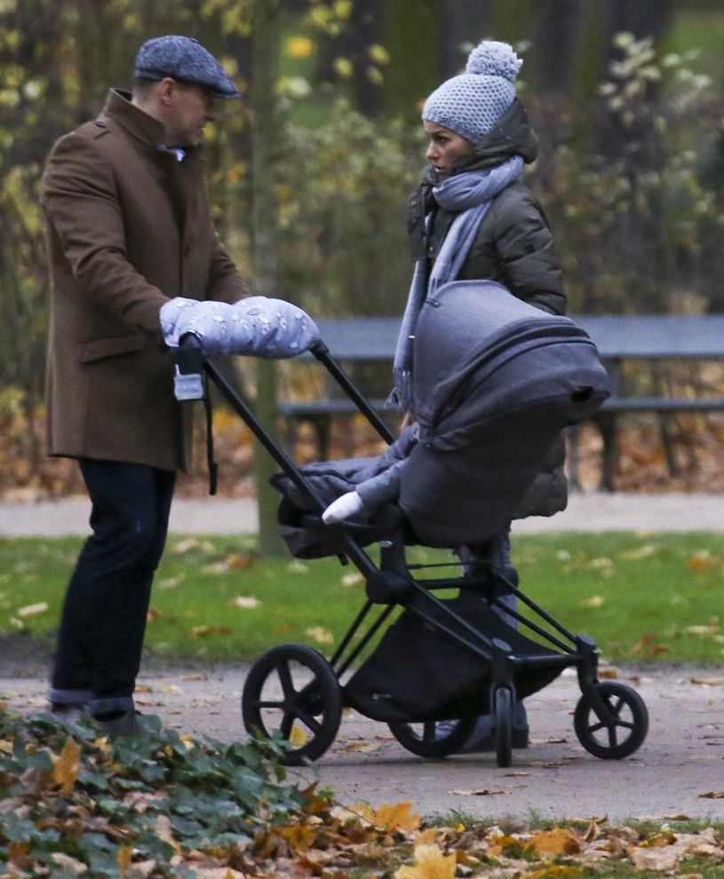 Paulina Sykut z mężem i córką /Newspix