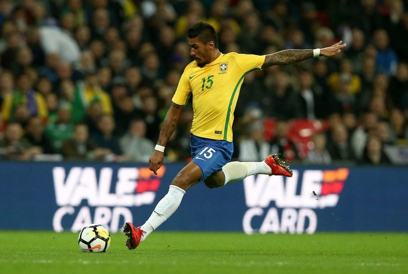 Paulinho podczas meczu z Anglią /PAP/EPA