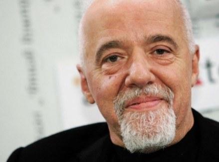 """Paulo Coelho - pisarz, który """"piraci"""" własną twórczość w internecie /AFP"""