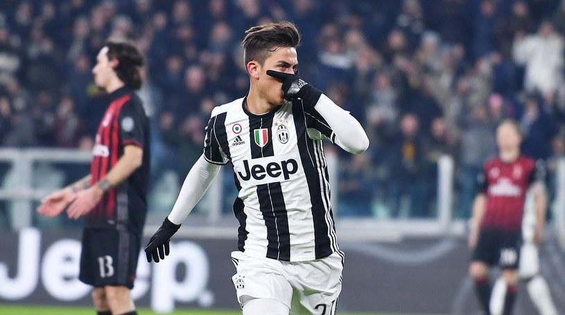 Paulo Dybala świętuje strzelenie gola w meczu z Milanem /PAP/EPA