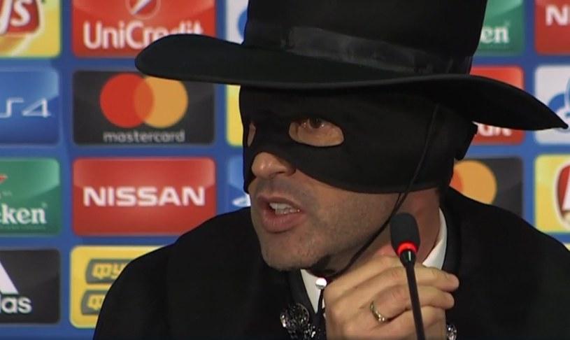 Paulo Fonesca w stroju Zorro /