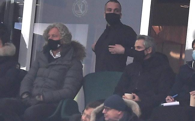 Paulo Sousa (z prawej) na stadionie Legii, z lewej Dariusz Mioduski /PAP