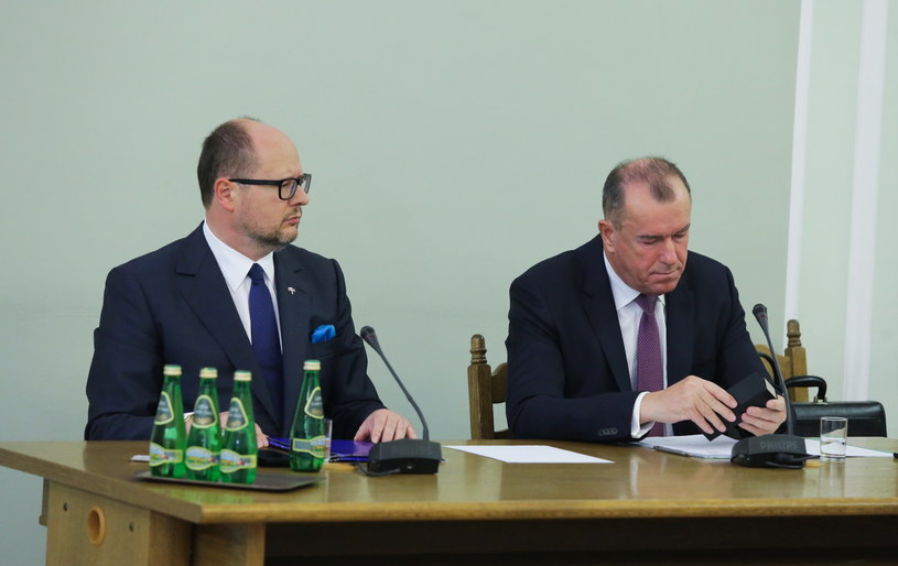 Paweł Adamowicz zeznaje przed komisją /Tomasz Gzell /PAP