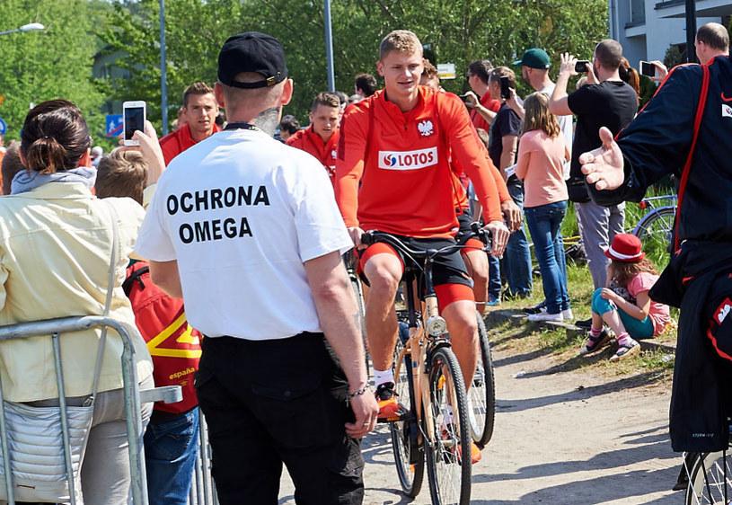 Paweł Dawidowicz na rowerze podczas zgrupowania kadry /Adam Warżawa /PAP