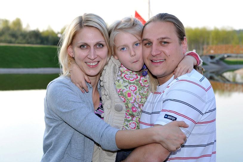 Paweł Golec z żoną Katarzyną i córką Mają w 2008 r. /AKPA