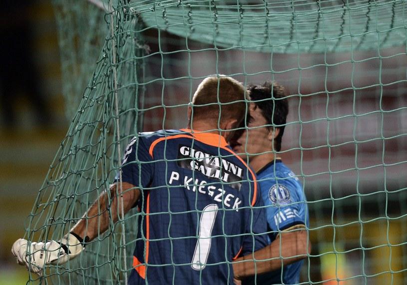 Paweł Kieszek wyleciał z boiska w meczu z FC Porto /AFP