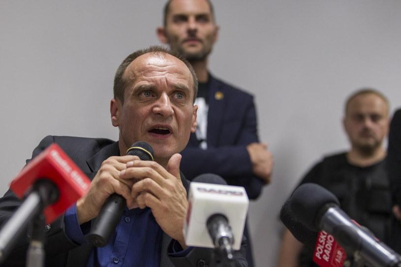 Paweł Kukiz podczas konferencji prasowej po spotkaniu ze zwolennikami ws. JOW-ów /Aleksander Koźmiński /PAP