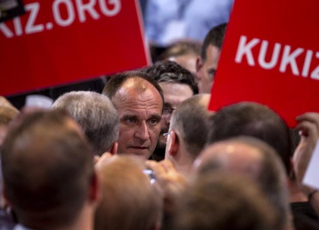 Paweł Kukiz podczas spotkania ze zwolennikami ws. JOW-ów w Lubinie /Aleksander Koźmiński /PAP