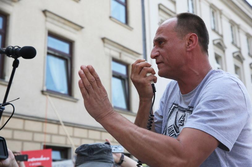 Paweł Kukiz traci w sondażach /Tomasz Gzell /PAP