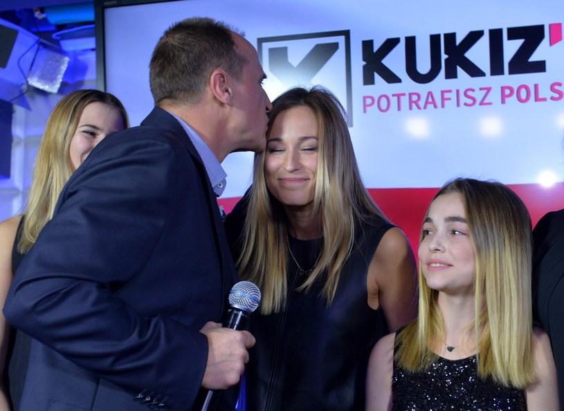 Paweł Kukiz z córkami /Marcin Obara /PAP