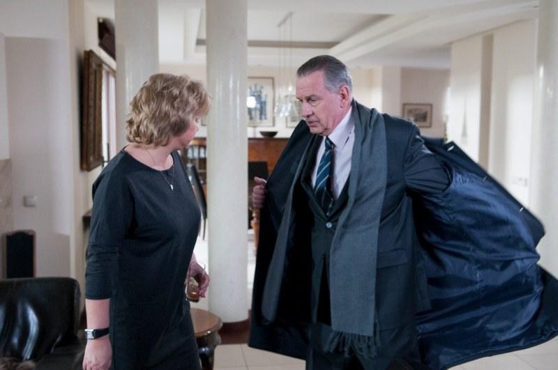 Paweł Lubicz (Tomasz Stockinger) okaże się kiepskim aktorem. Powód? Pójdzie na lunch z Barbarą (Aldona Orman), a Widze (Dorota Kamińska) powie, że miał spotkanie biznesowe /Agencja W. Impact