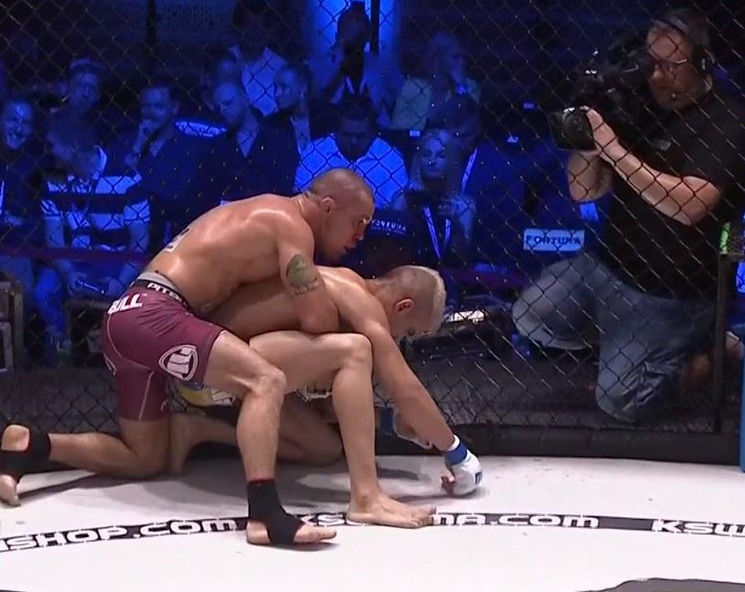 Paweł Polityło (na górze) przegrał z Bruno Augusto dos Santosem /printscreen /