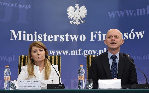 Paweł Szałamacha (P) i zastępczyni dyrektora Domu Maklerskiego PKO BP Bożena Kłopotowska (L) /PAP