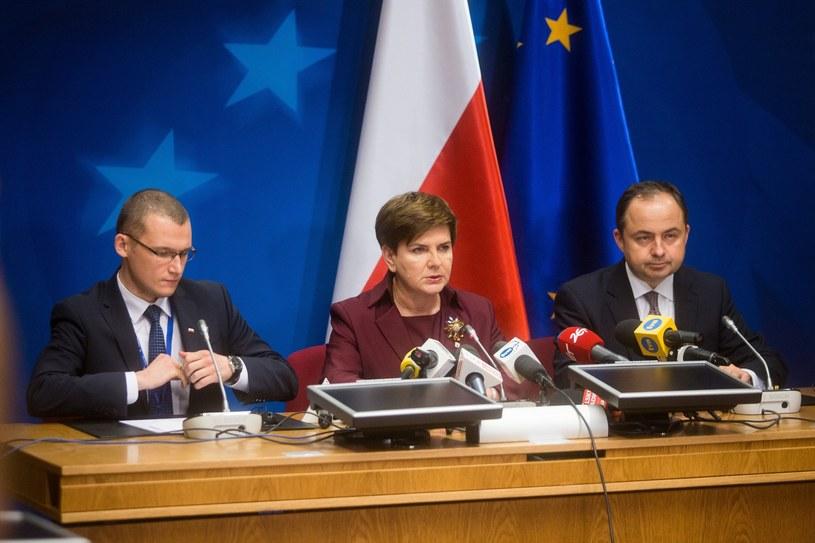 Paweł Szefernaker, Beata Szydło i Konrad Szymański /ANDRZEJ LANGE / SE /East News