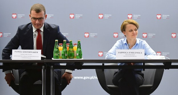 Paweł Szefernaker i Jadwiga Emilewicz / Marcin Obara  /PAP