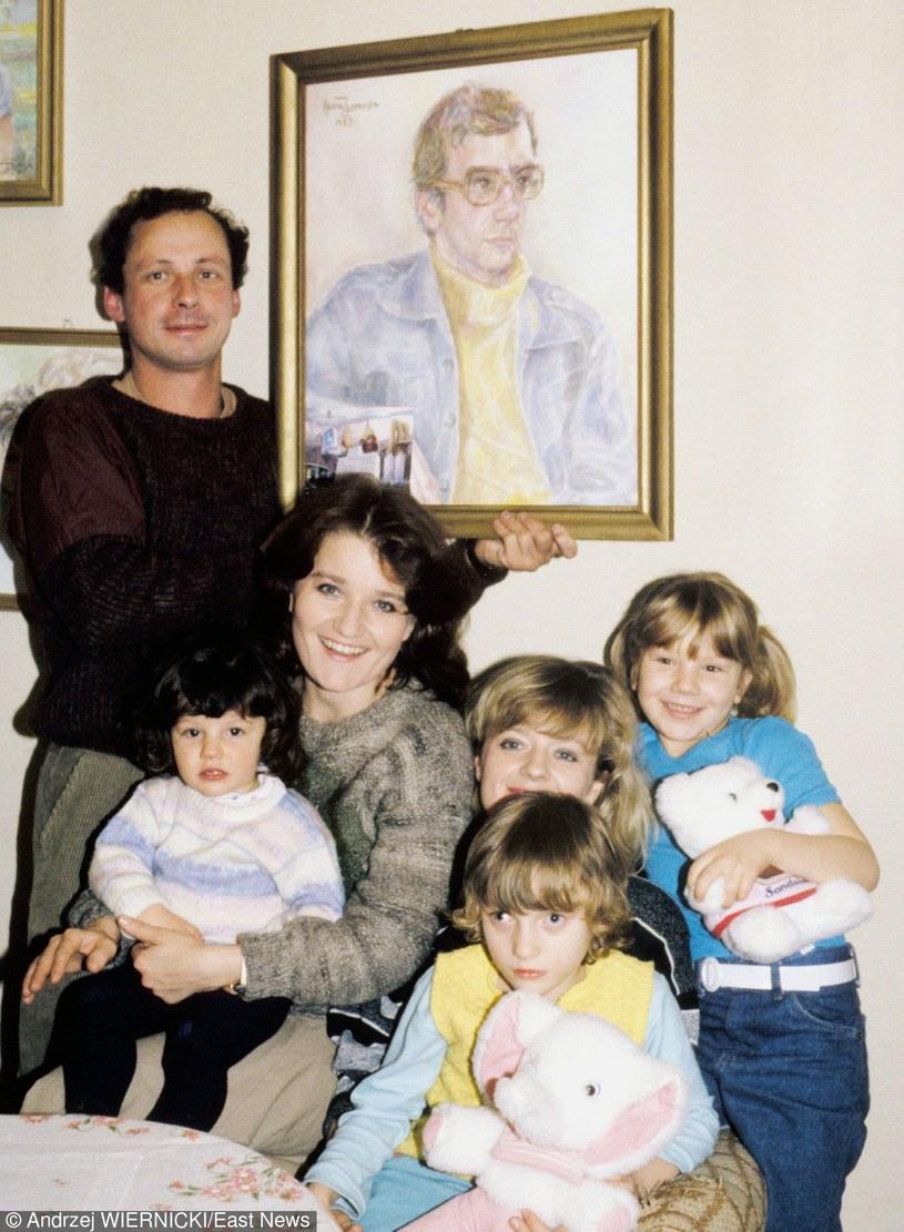 Paweł Wawrzecki i siostry Winiarskie z dziećmi, 1988 rok /Andrzej Wiernicki /East News