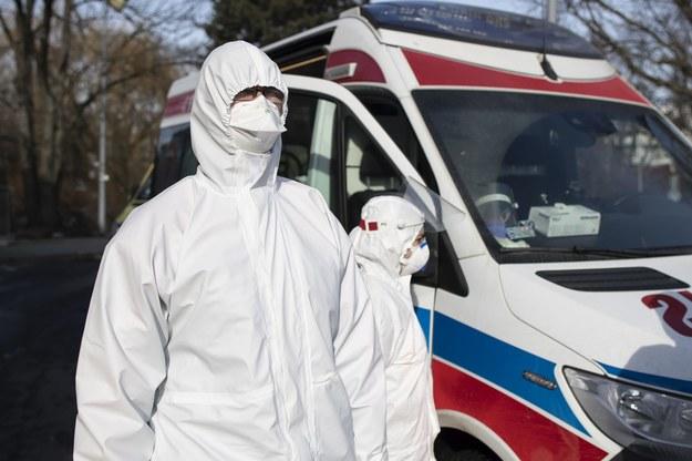 Paweł Wnuk, ratownik medyczny: Dyżury w ambulansie trwają około 24 godzin. Czasami zdarza się, że dłużej