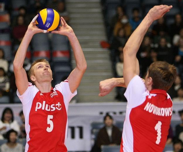 Paweł Zagumny wystawia Piotrowi Nowakowskiemu /www.fivb.org