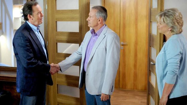 Paweł zwierzy się Stiepanowi, że zdradzał Krystynę... /Agencja W. Impact