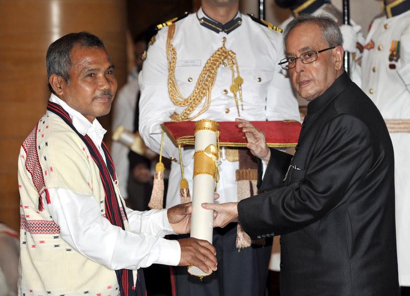 Payeng otrzymał odznaczenie Padma Shri od prezydenta Indii Pranaba Mukherjee /wikipedia.pl /domena publiczna