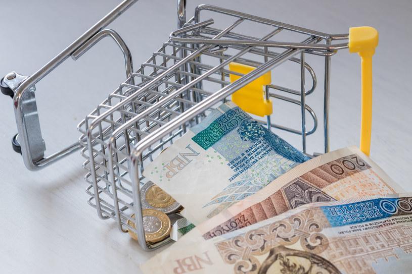 Październik przyniósł dalsze tąpnięcie nastrojów konsumentów w porównaniu z wrześniem, o 5 punktów procentowych do minus 20 /123RF/PICSEL