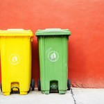 """""""PB"""": Ceny śmieci szaleją, ekologia kuleje"""