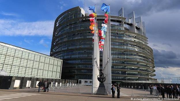 PE chce skończyć z comiesięcznymi wędrówkami eurodeputowanych do Strasburga /Deutsche Welle