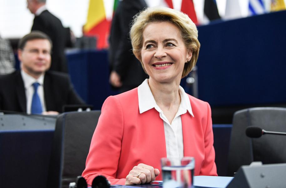 PE  poparł Komisję Europejską pod przewodnictwem Ursuli von der Leyen /Patrick Seeger  /PAP/EPA