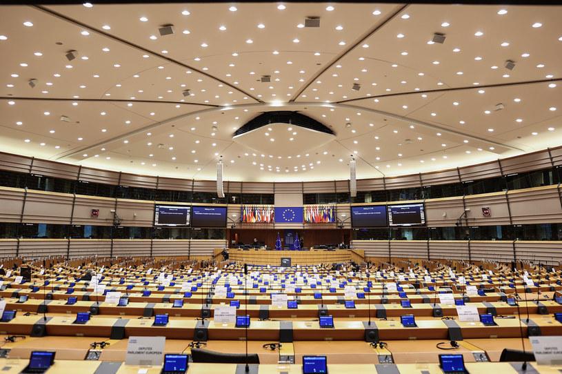 PE przyjął rezolucję ws. małżeństw jednopłciowych i związków partnerskich /KENZO TRIBOUILLARD / POOL /AFP