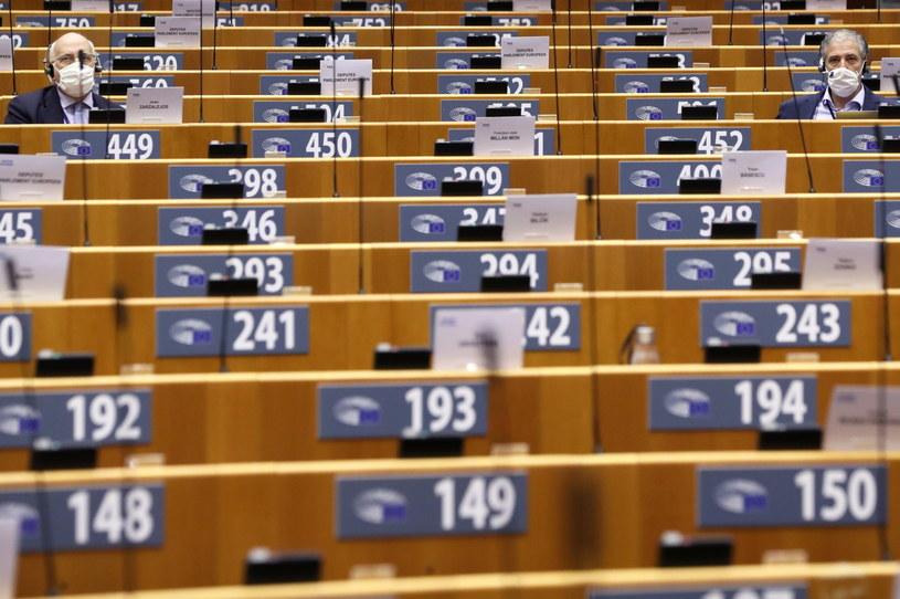 PE za mechanizmem na rzecz demokracji, praworządności i praw podstawowych (na zdj. uczestnicy sesji plenarnej w Brukseli 7.10.2020) /YVES HERMAN / POOL /PAP/EPA